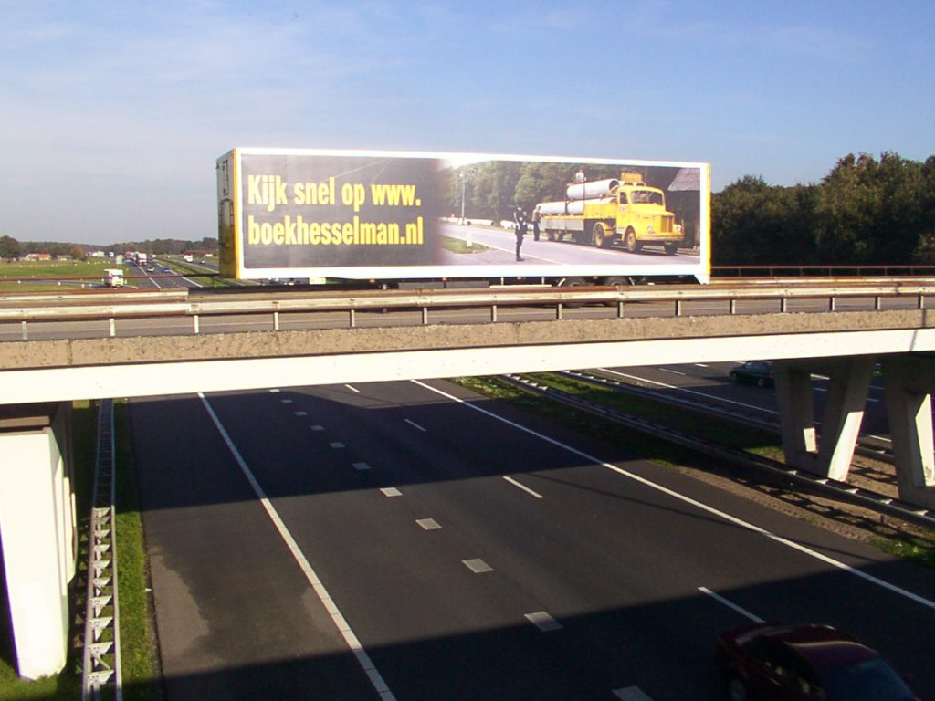 Trailer Hesselman op viaduct